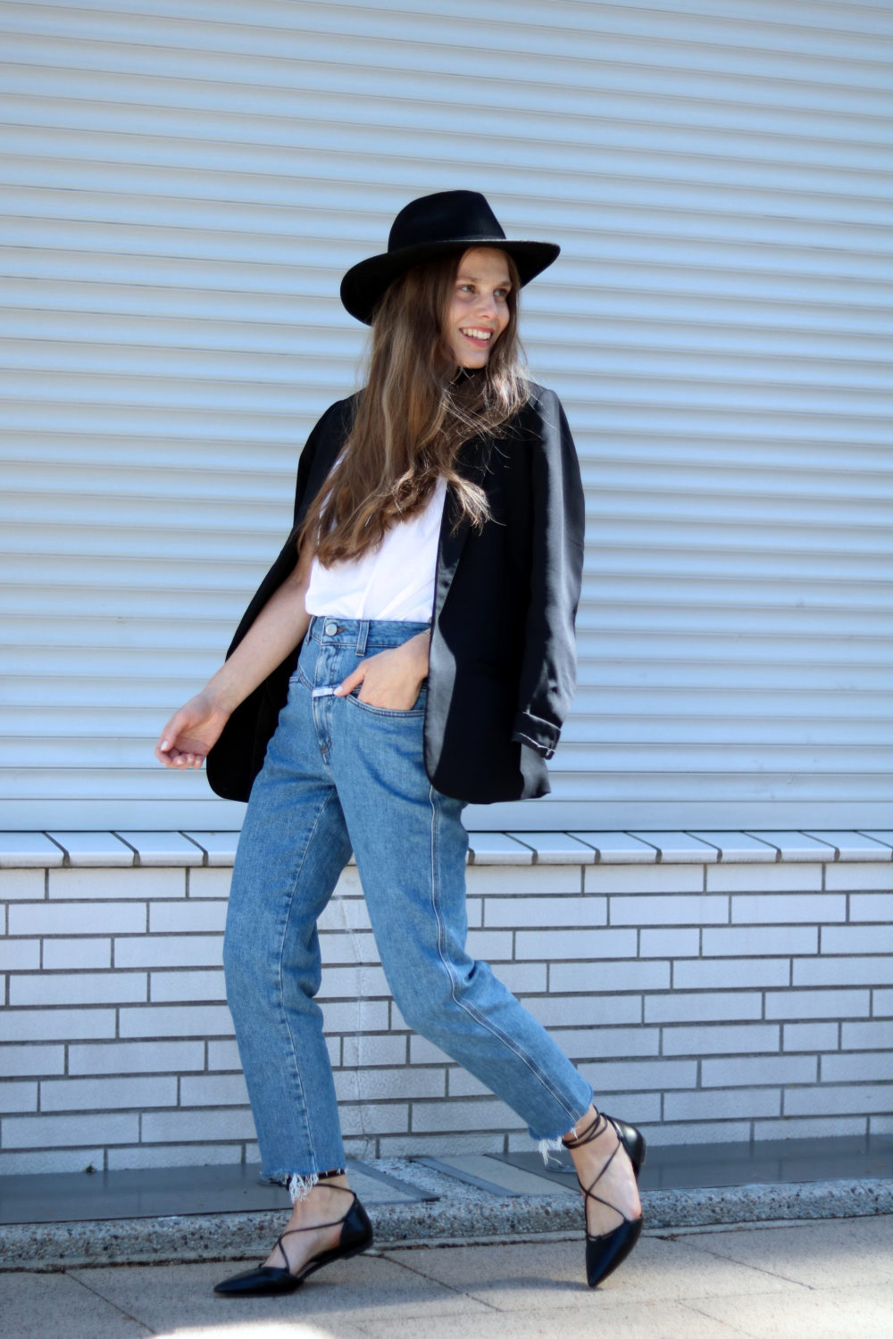 MEY_MARIDALOR_THE_WHITE_SHIRT_OUTFIT_PEDAL_PUSHER_FRENCH_LOOK_STREETSTYLE_RUNNING